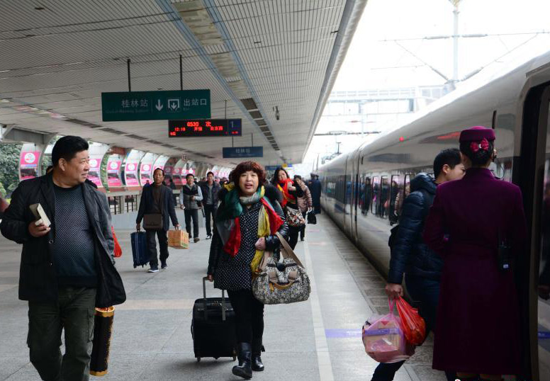 the bullet train G530 set out from Guilin Railway Sation on December 28,2013