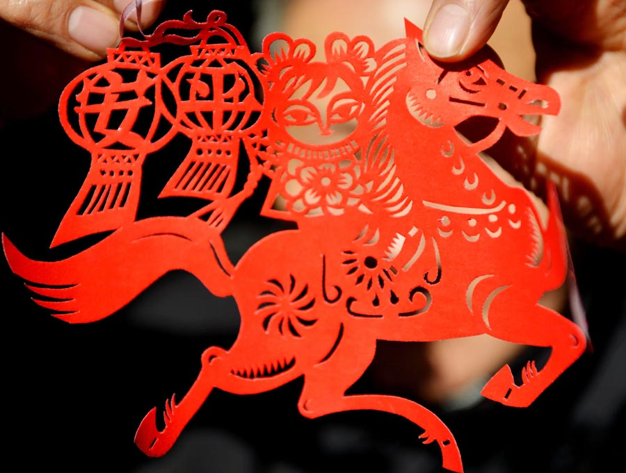 Paper cutting welcomes the year of the Horse 2014.