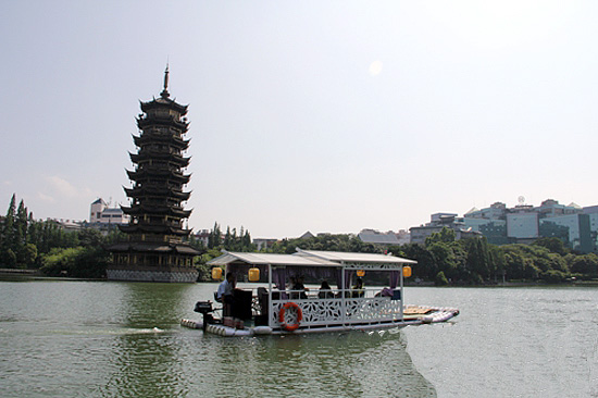 Cruise aroudn Guilin Two River and Four Lakes