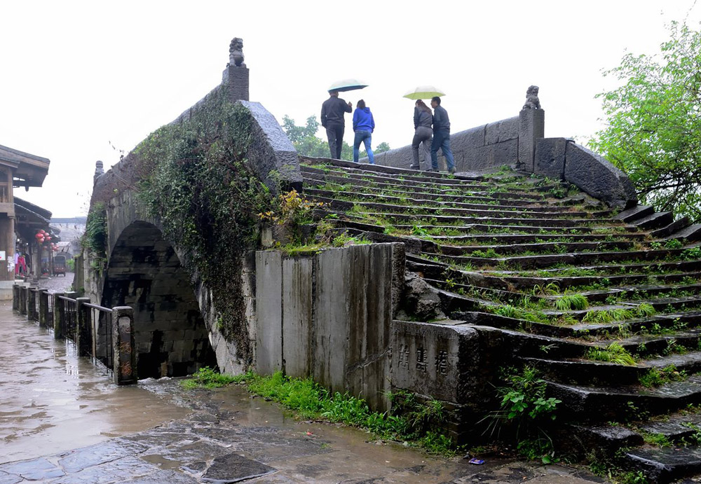 Wanshou Stone Bridge in Daxu ancient town,Guilin