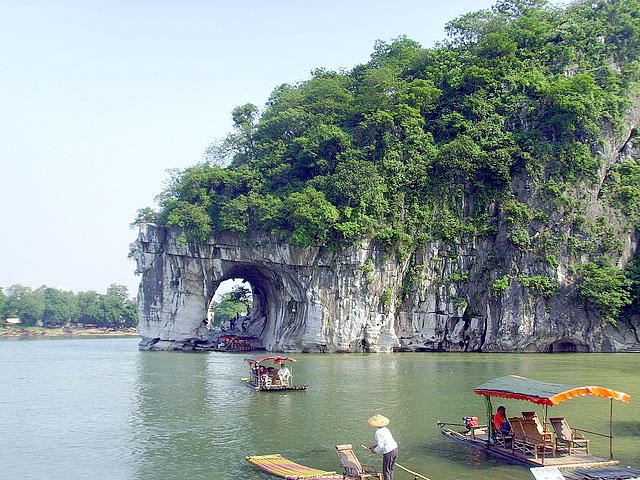 Guilin Elephant Trunk Hill with some tourists boating
