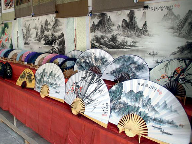 Hand-made painting fan of ancient Fuli town in Yangshuo
