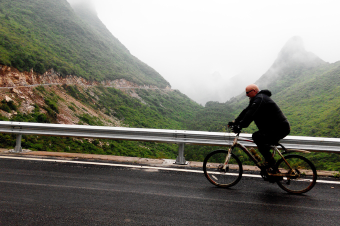 Popular bike route to Yangshuo