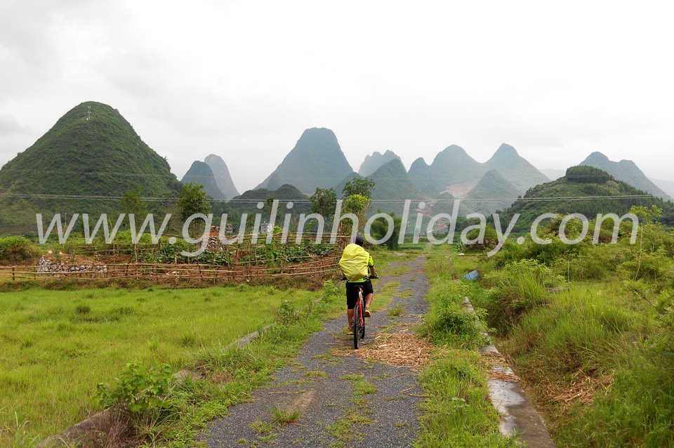 Biking on the backroads of Yangshuo