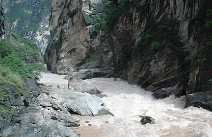 Biking to Tiger Leaping Gorge, Middle TLG