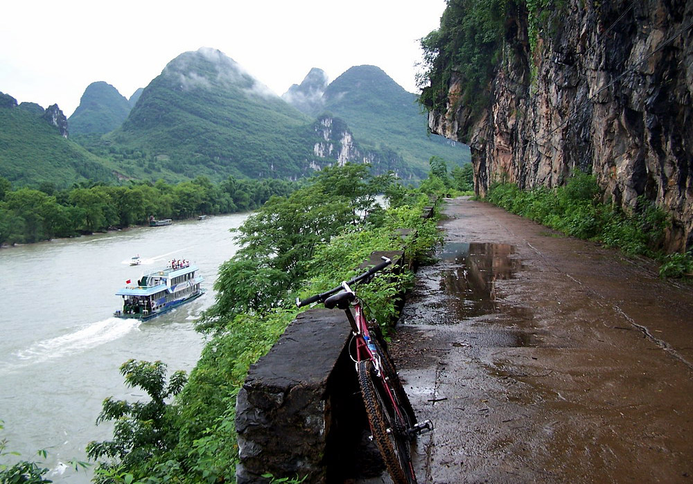 Guilin biking tour from Crown Cave to Xingping Town