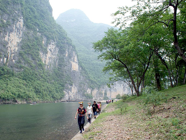 Hike along the Li River,Guilin