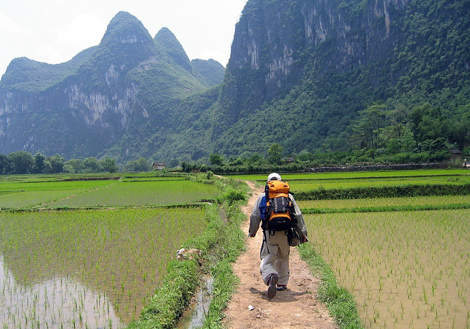 Hike to Yangshuo countryside to enjoy the picturesque scenery