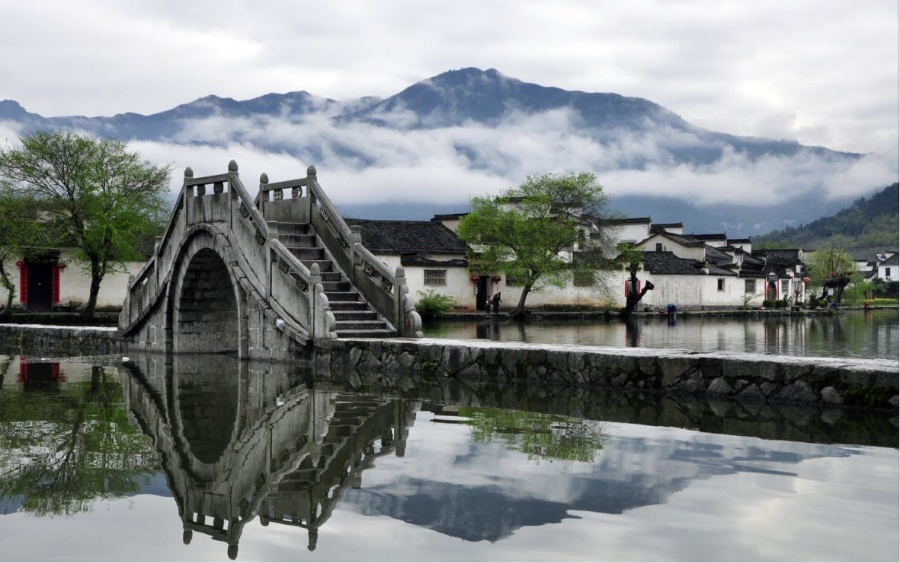Hong Cun Village is one of the highlights of Huangshan tour