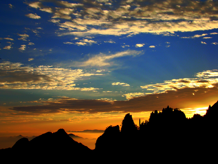 Enjoy the stunning sunset view on Yellow Mountain