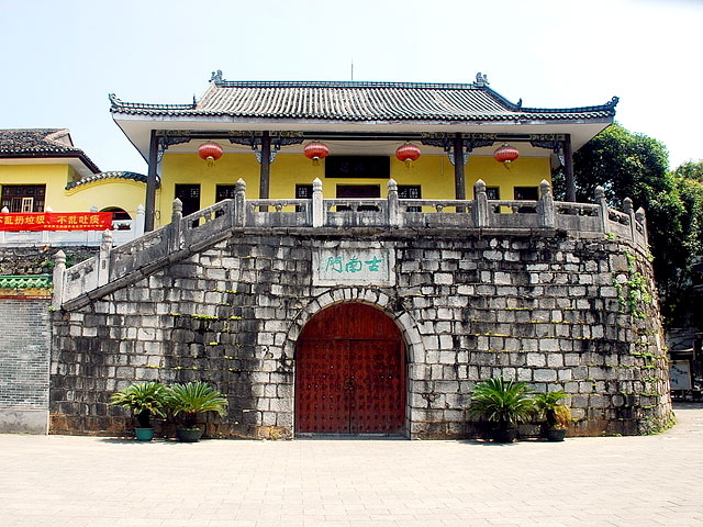 Gulin ancient city gate