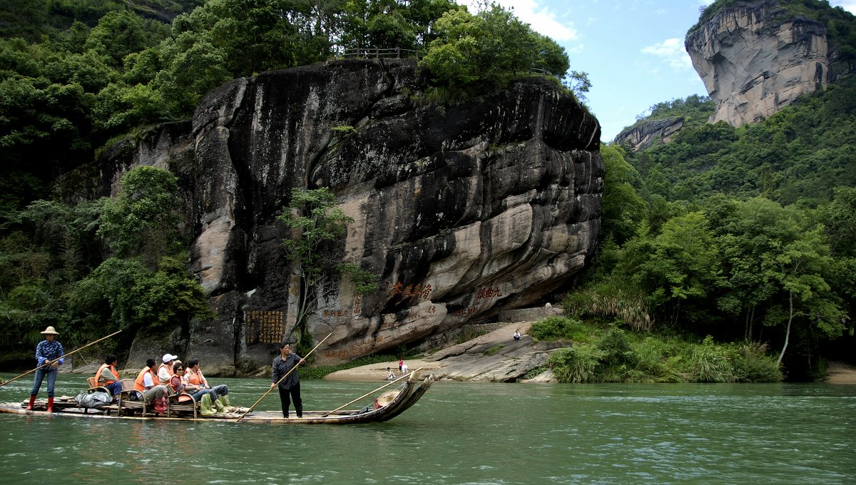 The delightful Wuyishan Nine-bend River bamboo-rafting