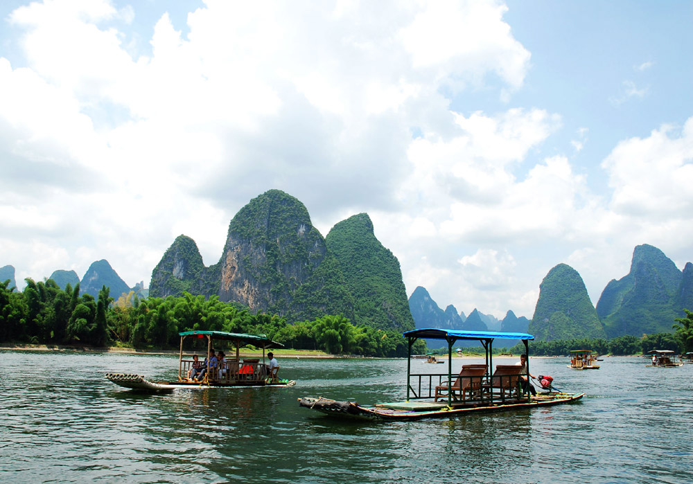 Rafting on Li River,Yangshuo