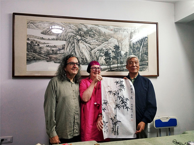 Taking Chinese painting tour in Guilin