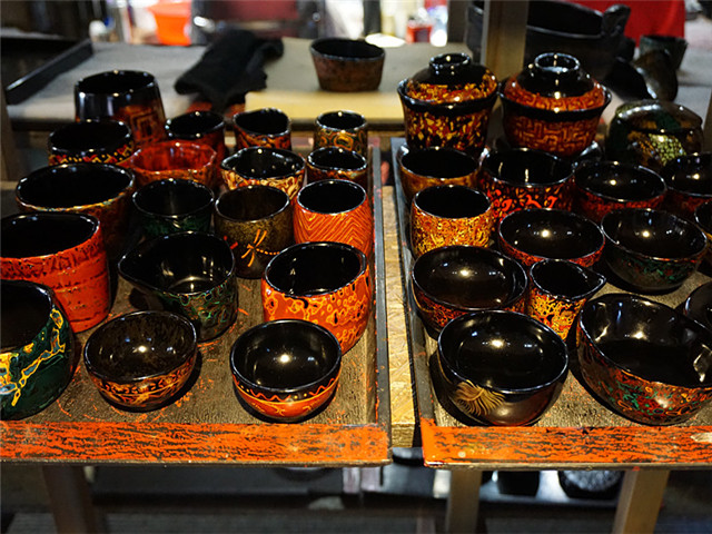 making traditional lacquer ware
