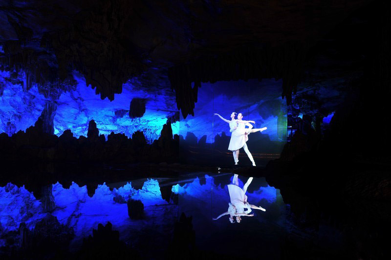 The wonderful performance in Reed Flute Cave