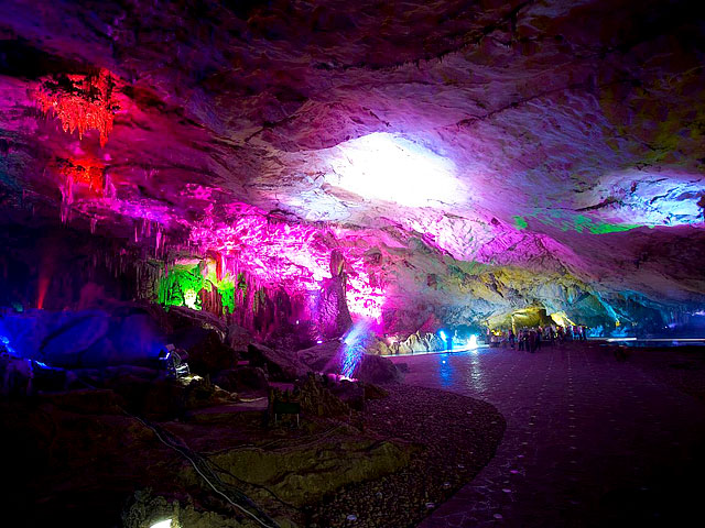 An exploration of Reed Flute Cave for brilliant Karst Cave in Guilin