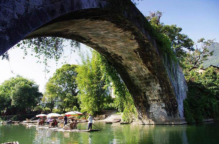Bamboo rafting along Yulong River,Yangshuo