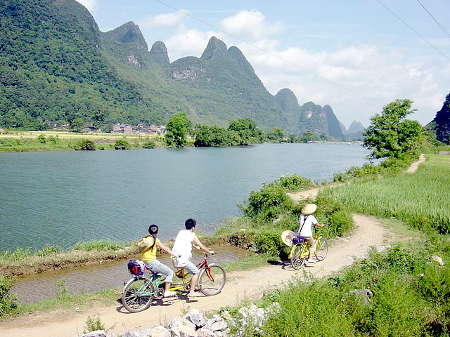 Taking a cycling tour along Yulong River Yangshuo